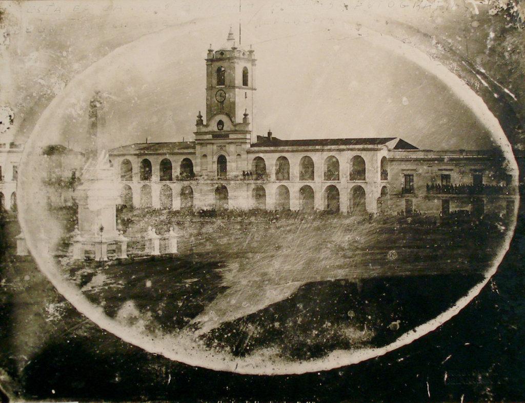 La primera foto del Cabildo de Buenos Aires ca. 1842–50