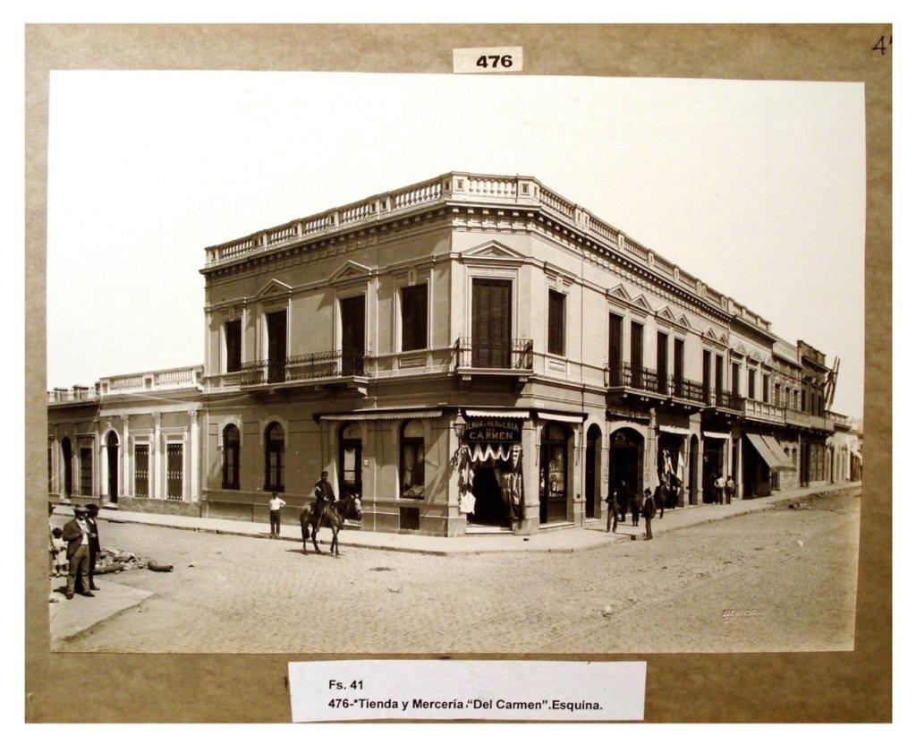 """Tienda y Mercería """"Del Carmen"""", esquina."""