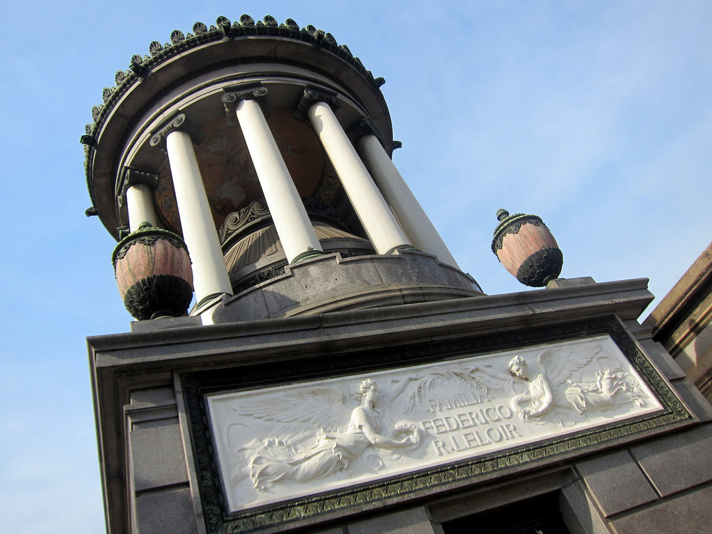 Mausoleo de Federico Leloir en el Cementerio de la Recoleta.