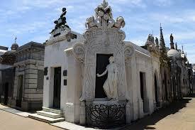 Tumba de Rufina Cambaceres en el Cementerio de la Recoleta.