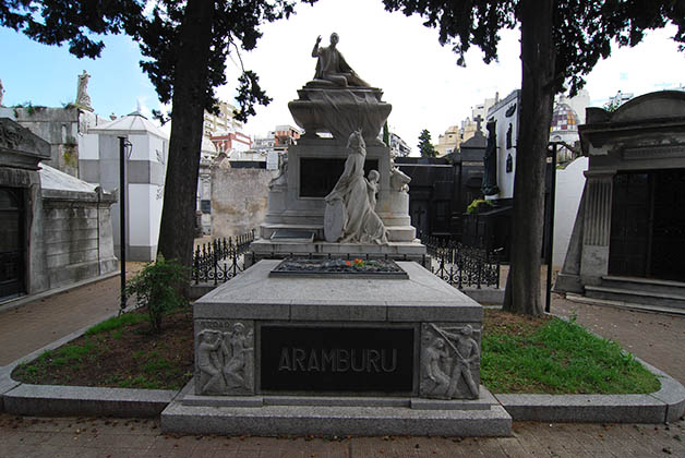 Tumba de Pedro Eugenio Aramburu en el Cementerio de la Recoleta.