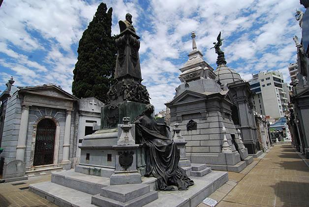 Tumba de Javier Muñiz en el Cementerio de la Recoleta.