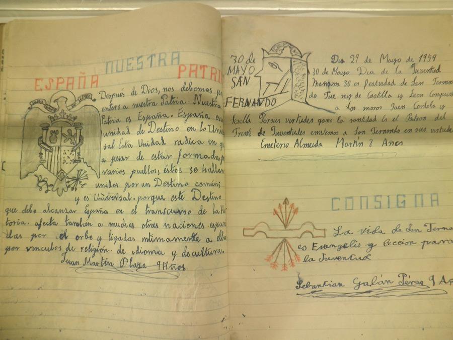 Cuaderno con dictado de la época franquista.