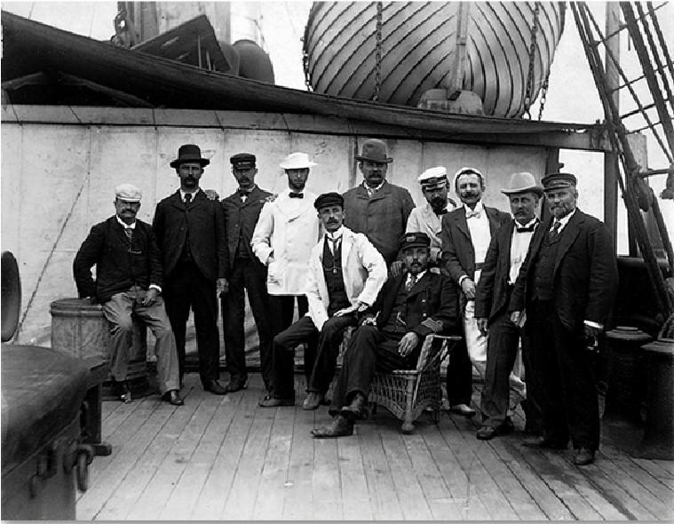 Fotografías de Harry Grant Olds: Olds en el Buffon (sentado, de chaqueta blanca y gorra).