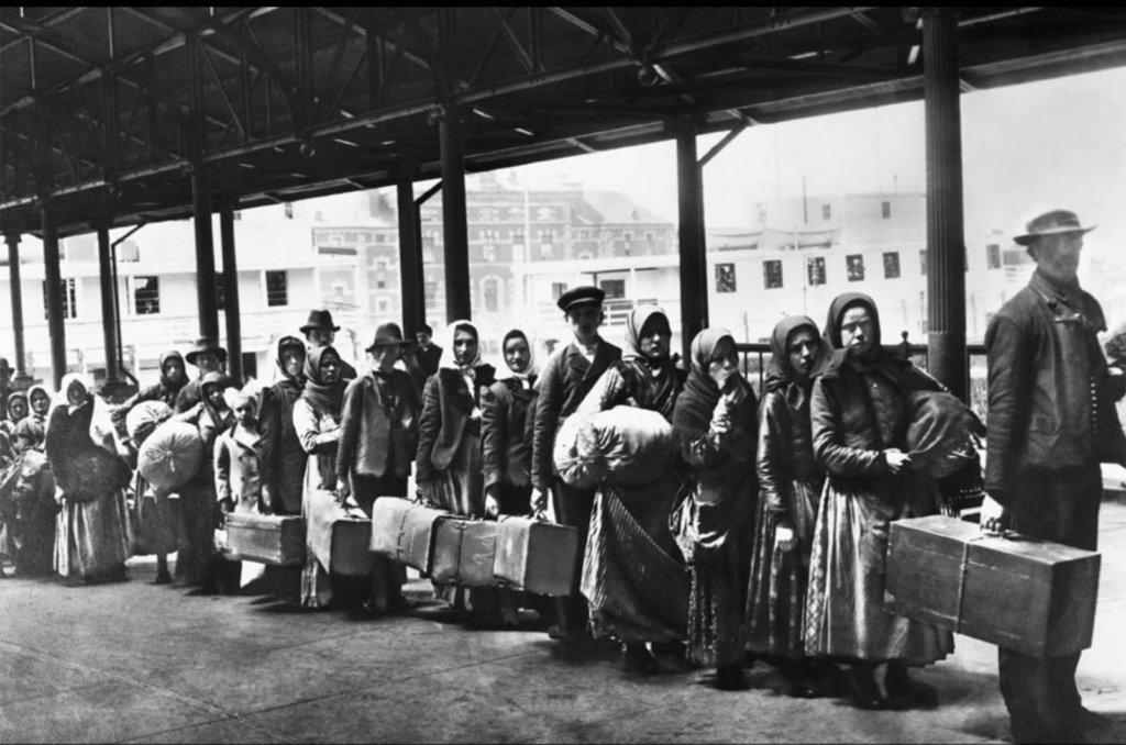 Inmigrantes arribando a America