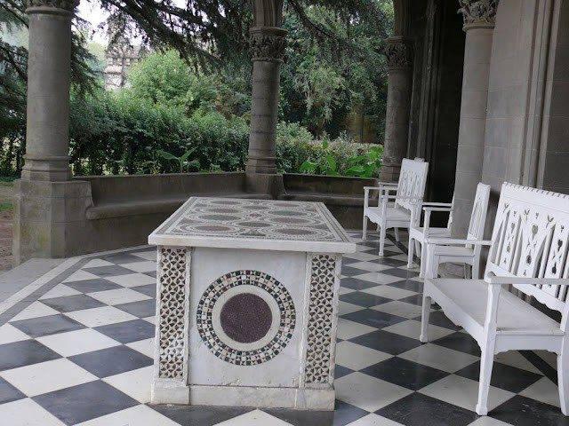 El Castillo Naveira hoy - Patio