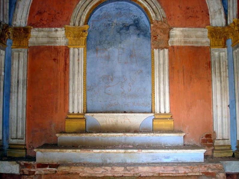 Interior de Tumba en el Cementerio Sud de San Andrés de Giles. Foto por Darío Granato.
