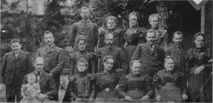 Miembros de las familias Manny, Savage y Garrahan, c. 1898, en General Rodríguez.