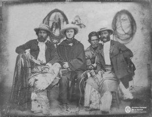 Argentina. Estancieros irlandeses tomando mate. Daguerrotipo, c.1860.