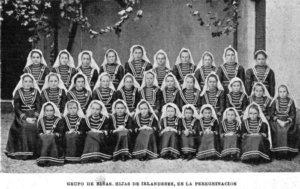 Grupo de niñas, hijas de irlandeses, participando de la peregrinación de San Patricio, 1901.