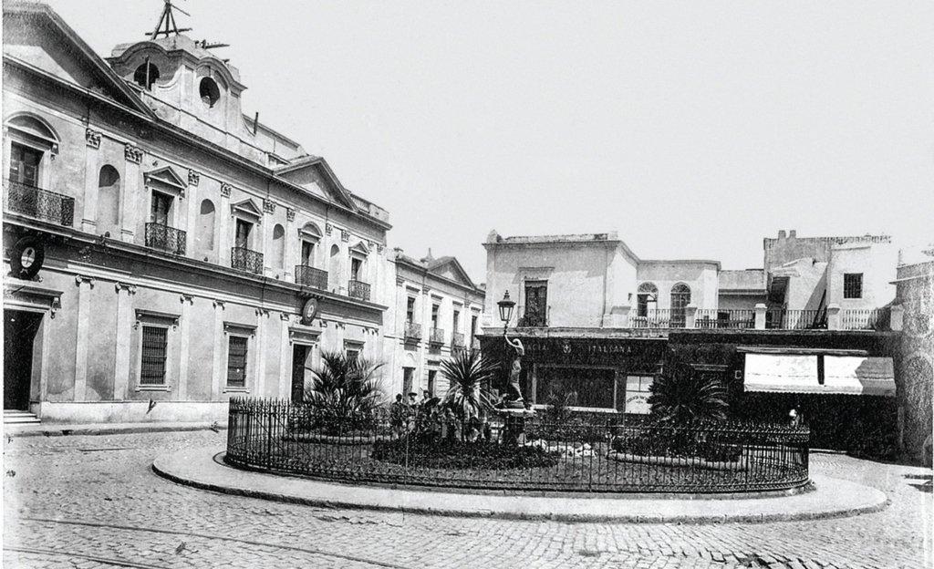 Antiguo edificio de la Universidad en la Manzana de las Luces.