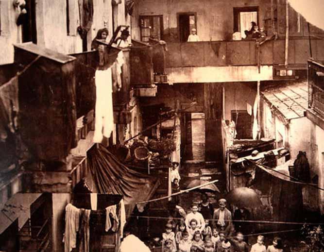 Conventillo de Buenos Aires hacia el año 1900.